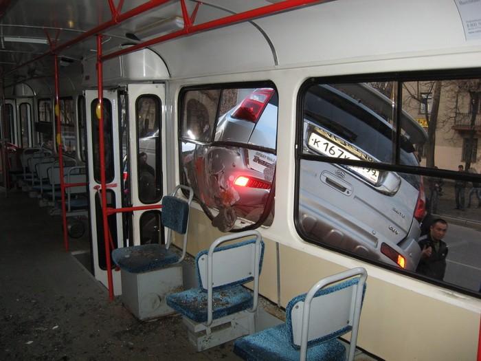 car-tram-accident-02