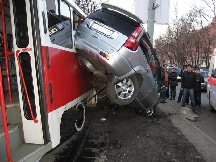 car-tram-accident-03
