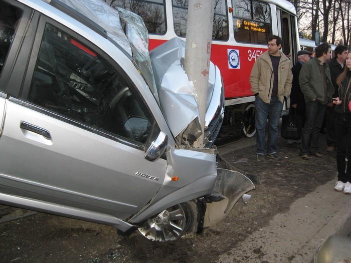 car-tram-accident-05