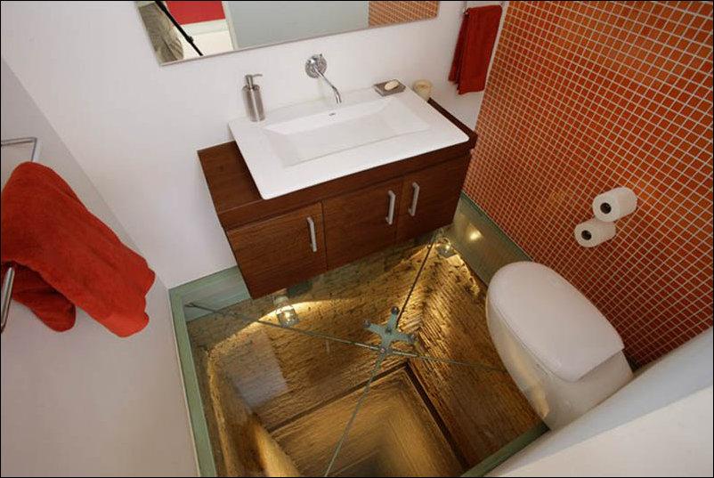 Ванная комната в шахте лифта