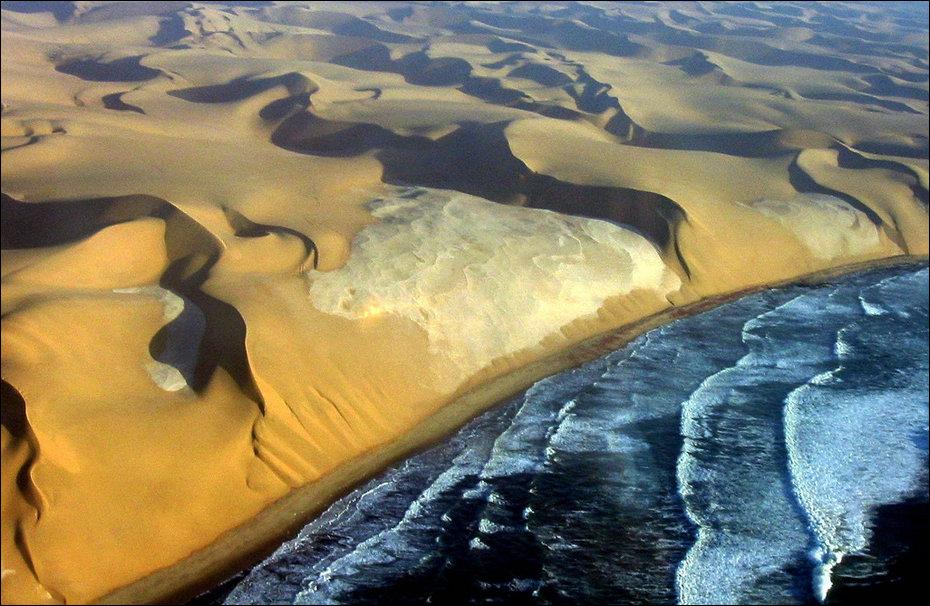 Место где пустыня Намиб встречается с Атлантическим океаном