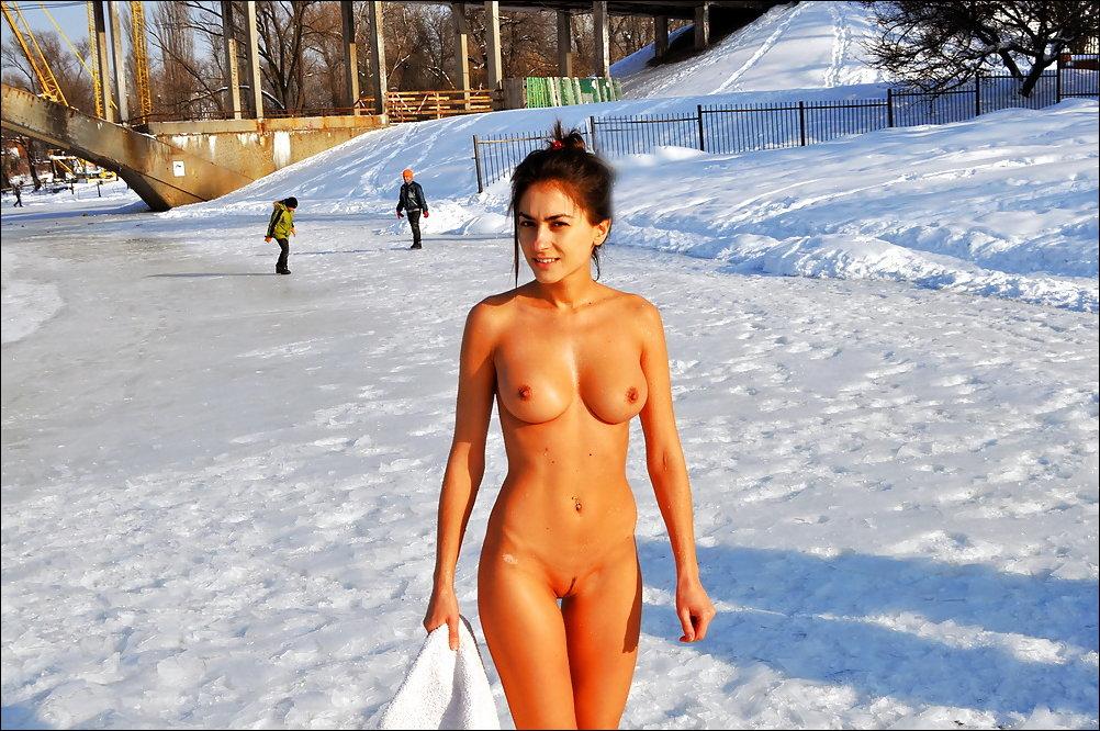 Зимние купания нагишом