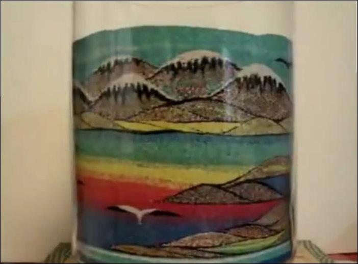 Рисунок разноцветным песком в стакане