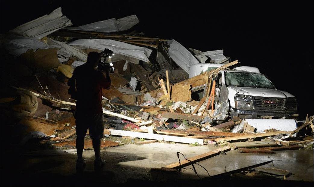 Последствия торнадо в Канзасе и Арканзасе