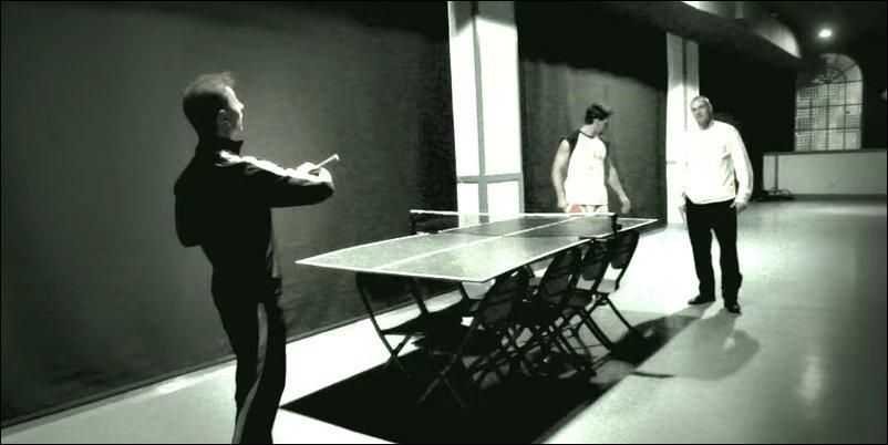 Игра в пинг-понг нунчаками