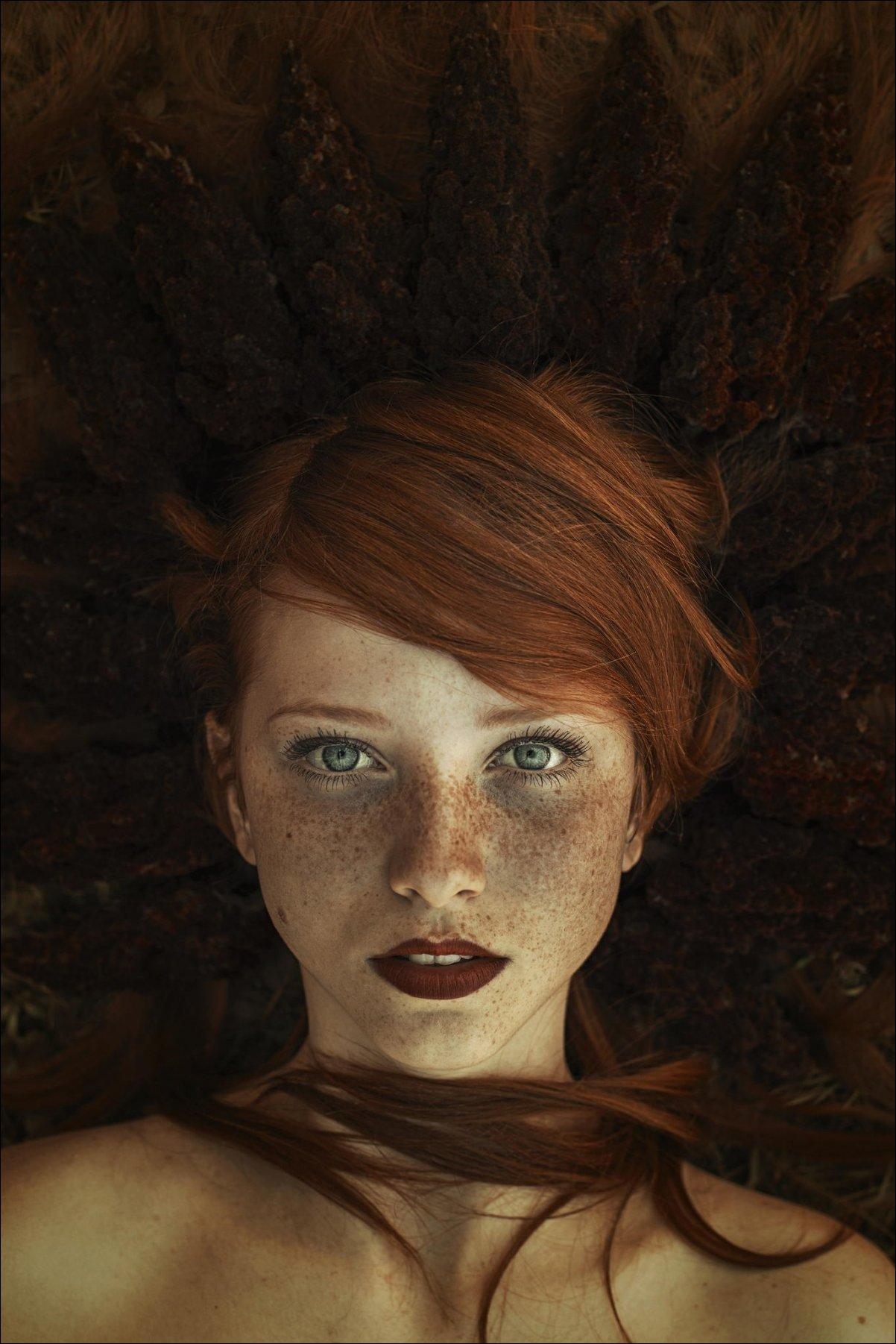 Черно белые картинки девушек с рыжими волосами 1 фотография