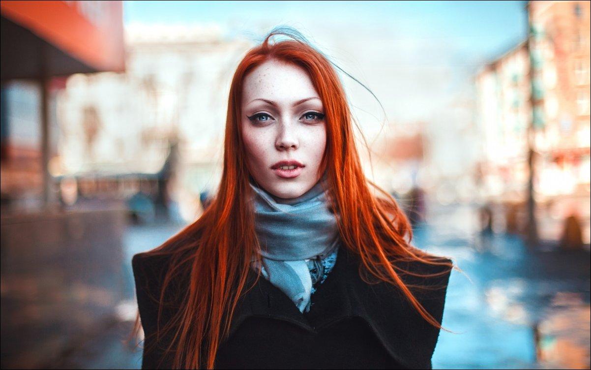 Рыжеволосая девушка