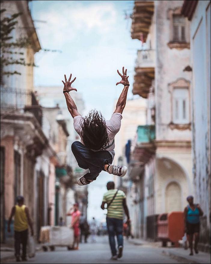 Танцоры на улицах Кубы