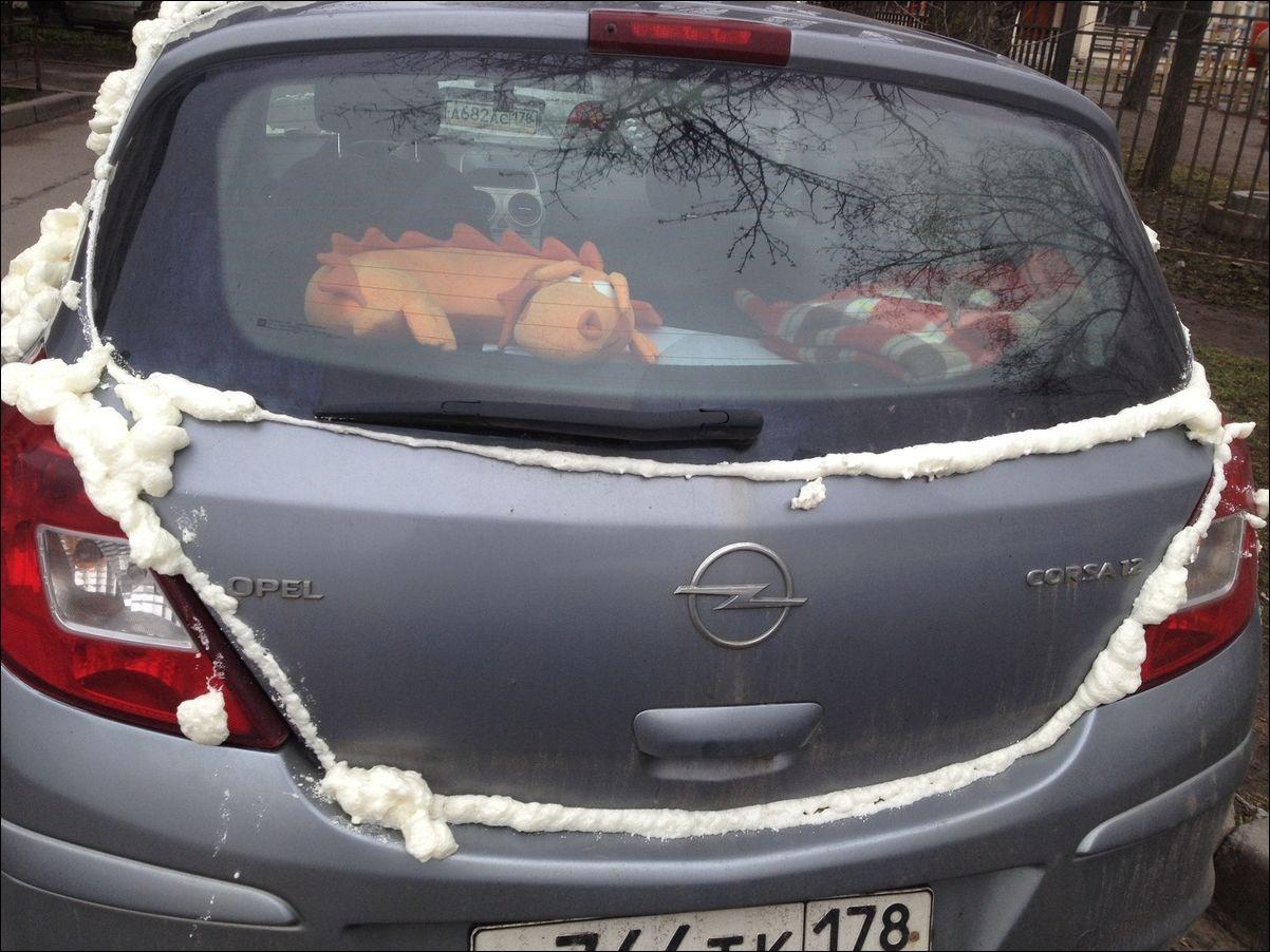 Монтажной пеной запенили автомобиль