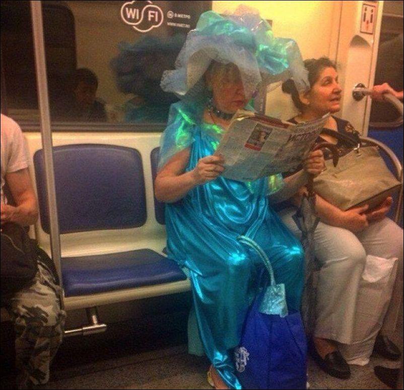 люди из общественного транспорта