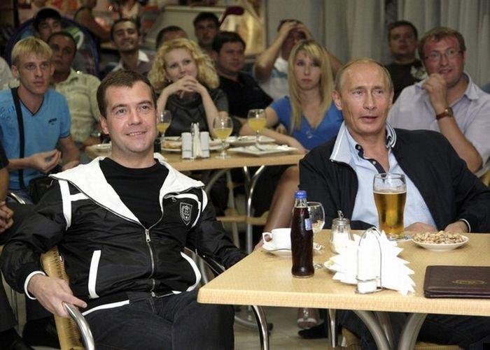 medvedev-putin-football-01
