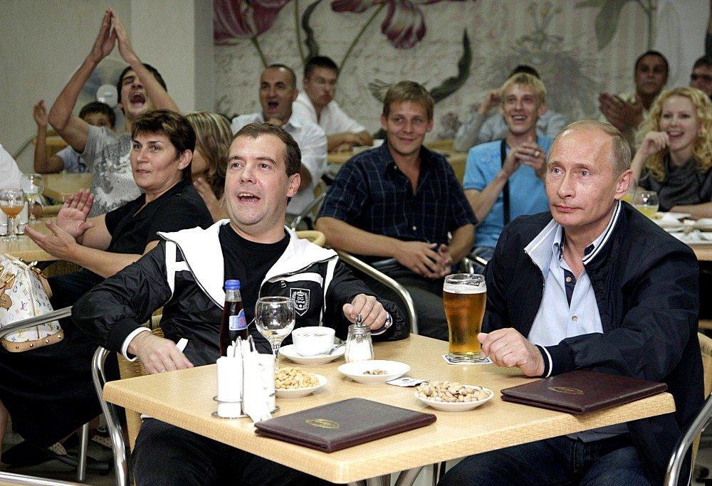 medvedev-putin-football-02