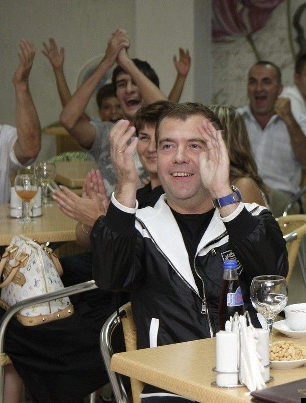 medvedev-putin-football-04