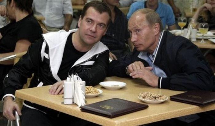 medvedev-putin-football-05