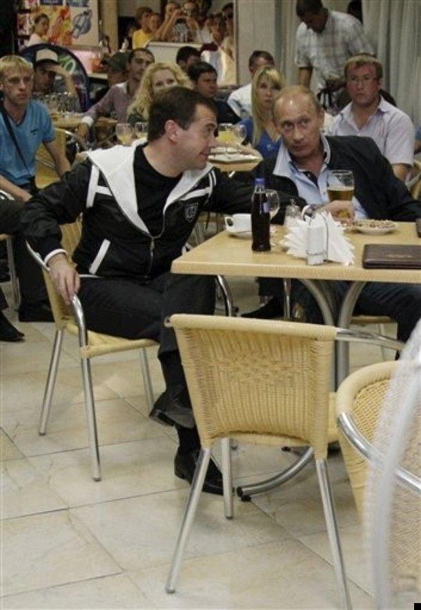 medvedev-putin-football-06