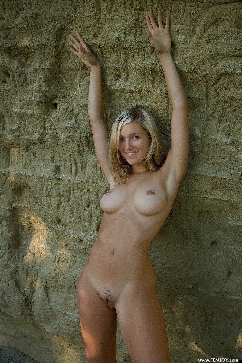 nude-girl-corrina-200809-13