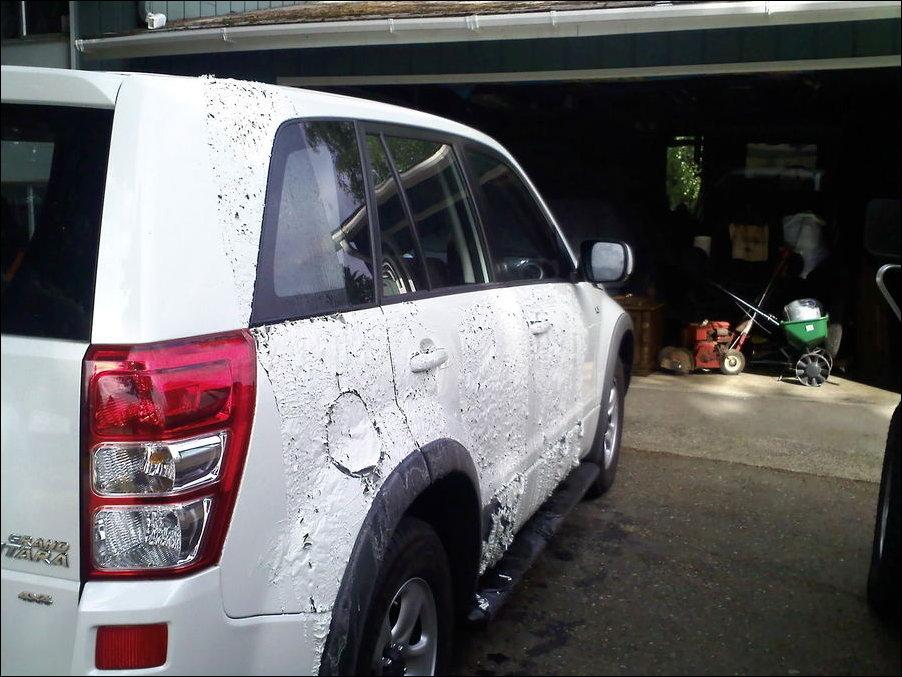 Машину облили тормозной жидкостью