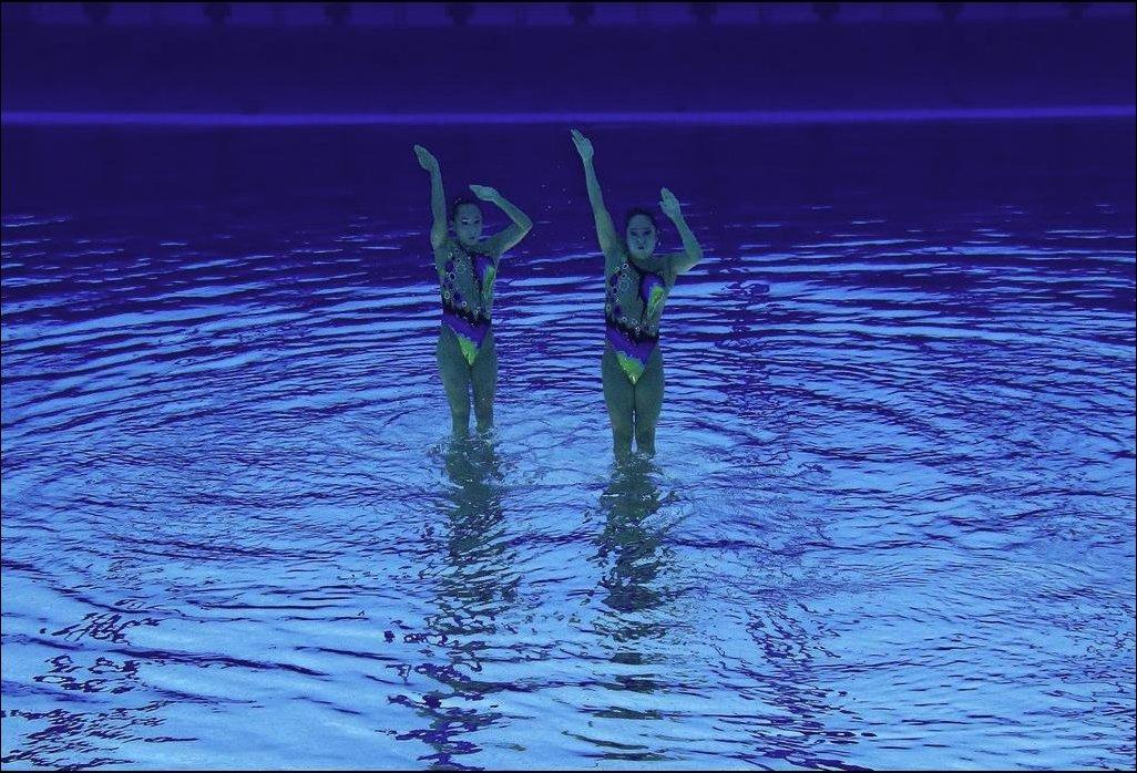 Перевернутые подводные фото олимпийских синхронисток