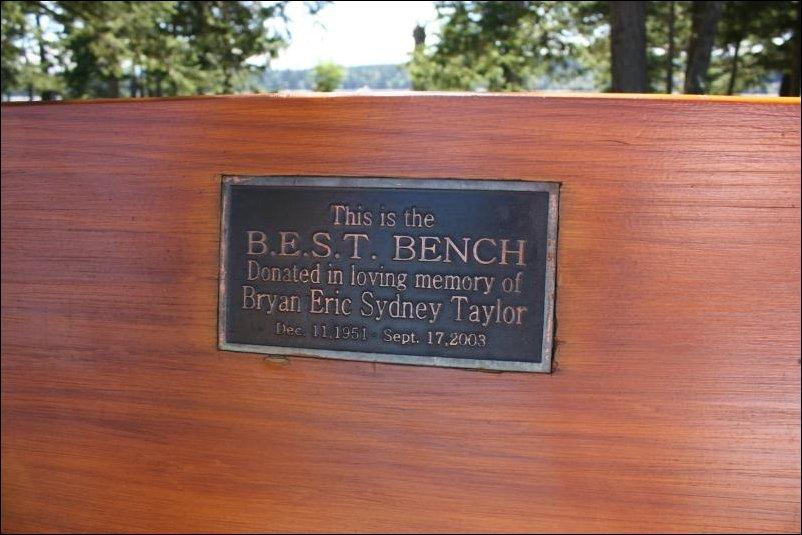 надпись на скамейке в парке