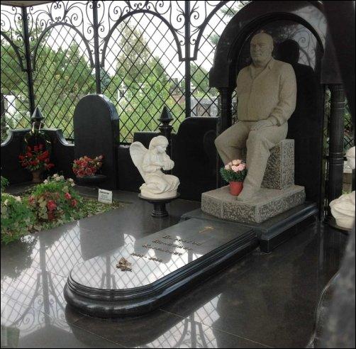 Необычные надгробия