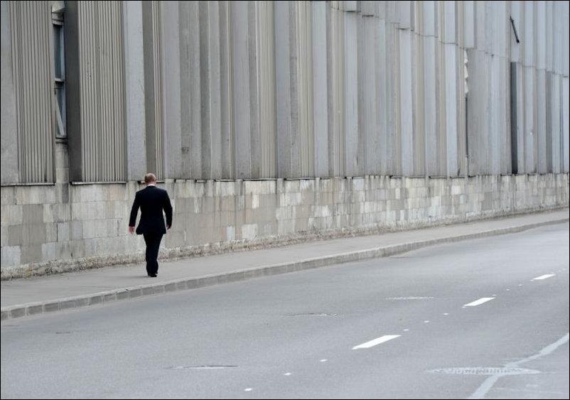 Штирлиц шел по коридору