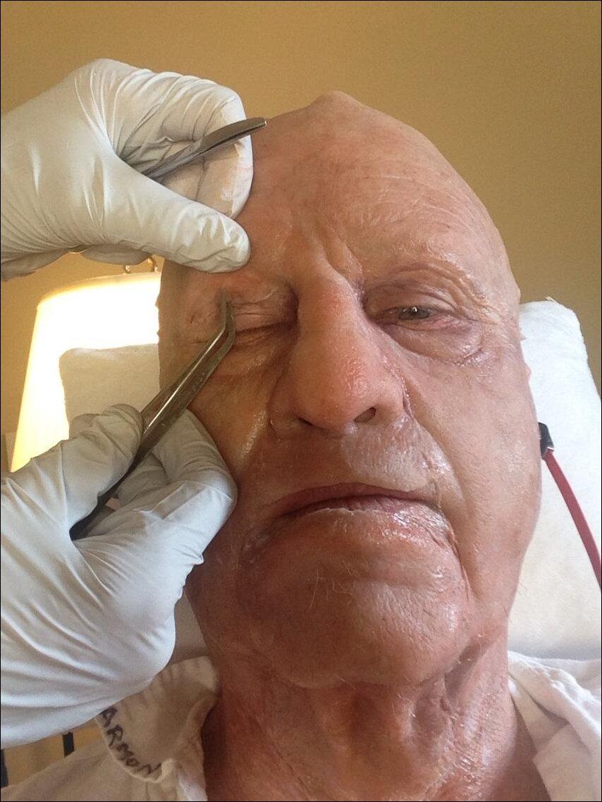 Процесс гриммирования актера Вэла Килмера для съемок в роли Марка Твена