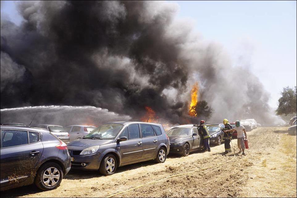 В Португалии сгорели 422 автомобиля
