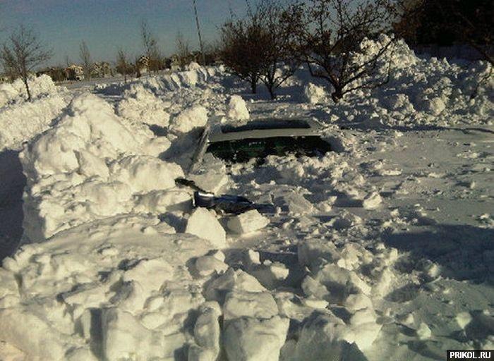 car-under-snow-02