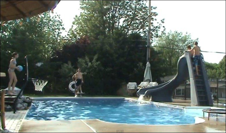 Баскетбол в бассейне
