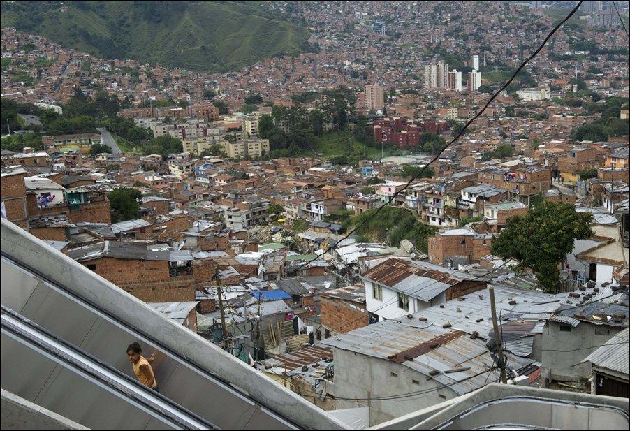 Уличные эскалаторы в колумбийских трущобах