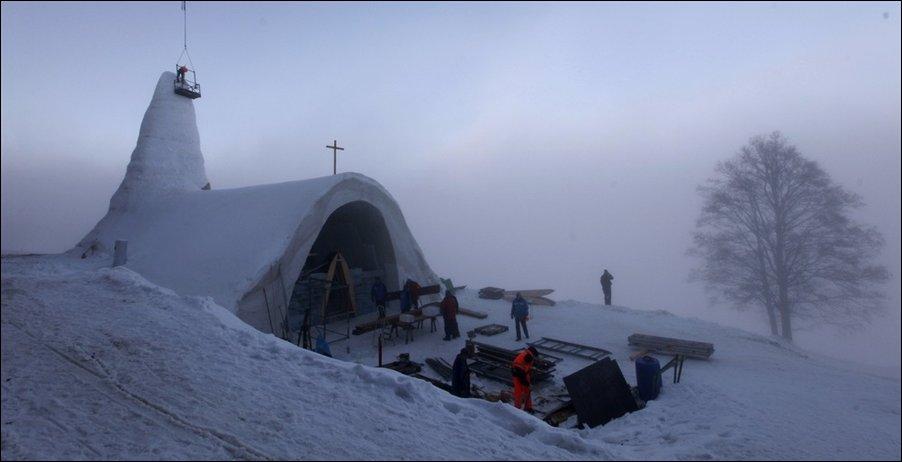 Церковь из снега