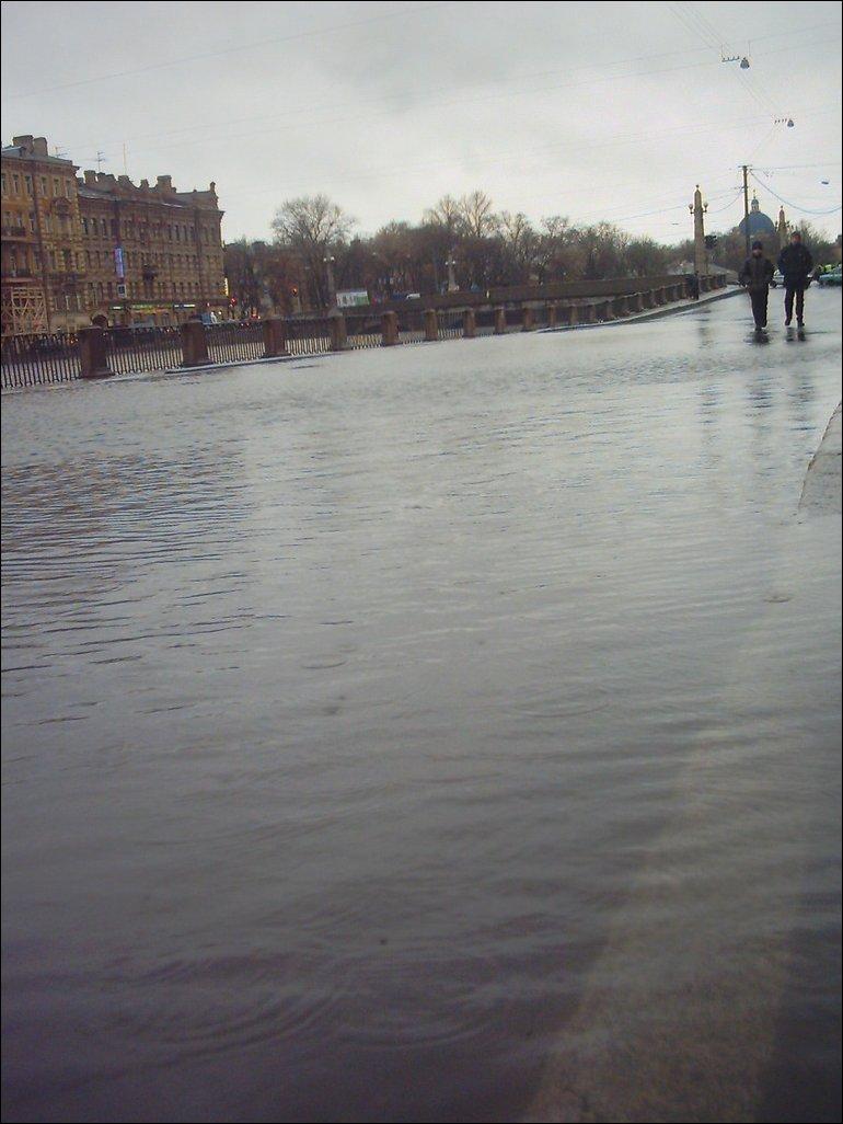 Наводнение в Петербурге: Фонтанка вышла из берегов