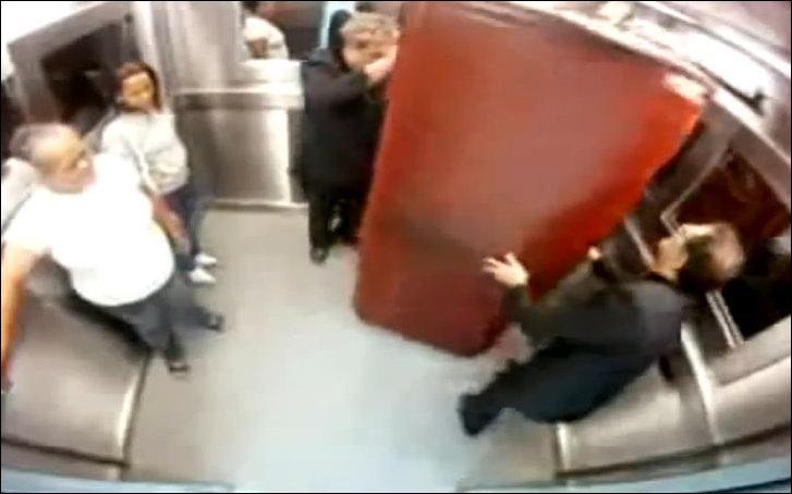 Страшный розыгрыш в лифте