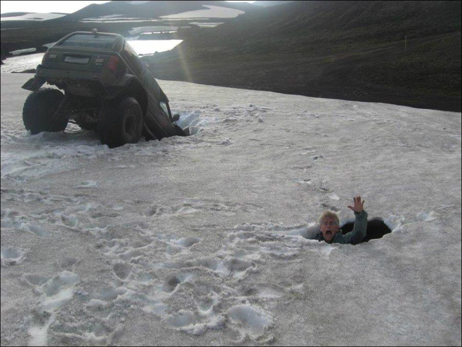 Провалился в ледник