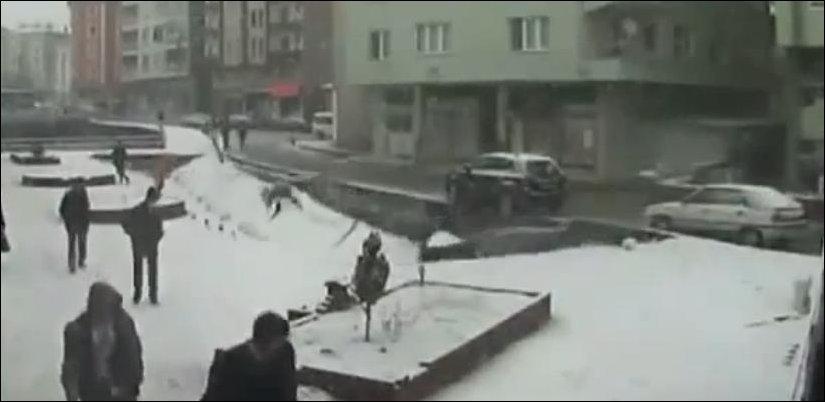 Обрушился тротуар