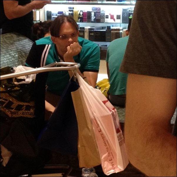 Пока она ходит за покупками