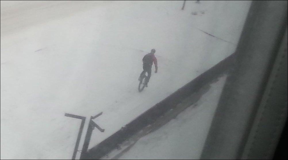 На моноцикле зимой