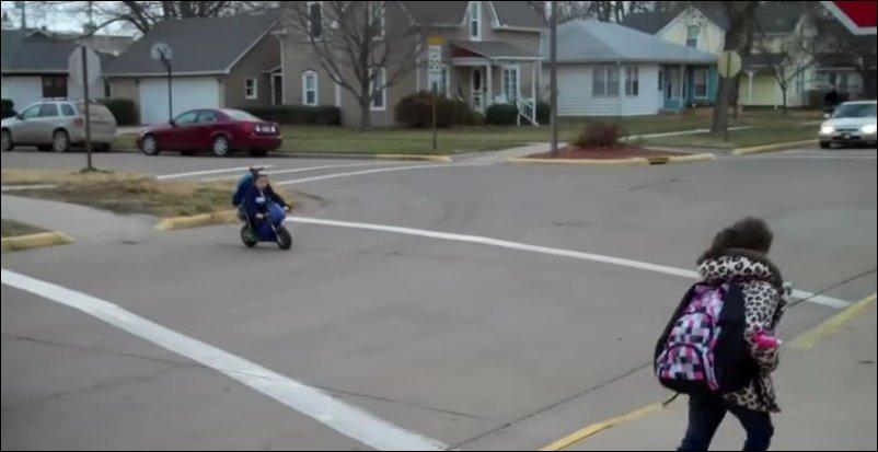 В детский сад на мотоцикле