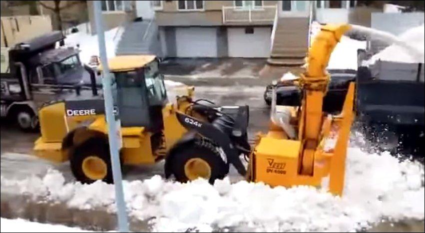 Как убирают снег за границей