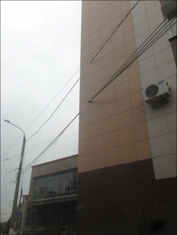 Сквозь фасад