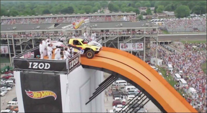Самый длинный прыжок на автомобиле