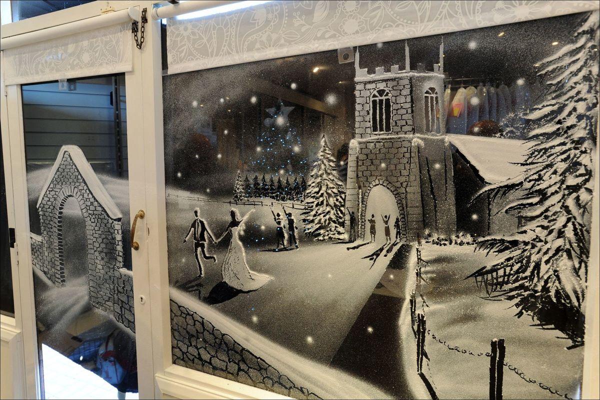 хорошо рисунок на стеклах снегом меня