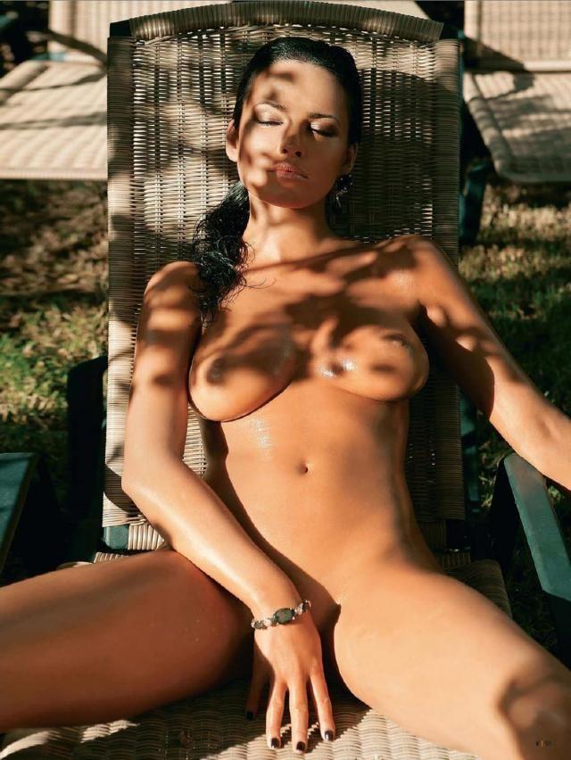erotica-120210-14