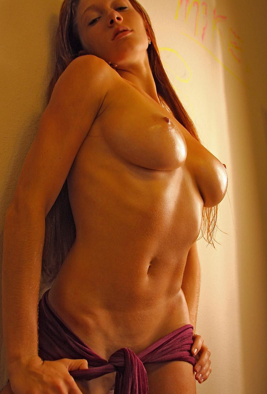 erotica-120210-25