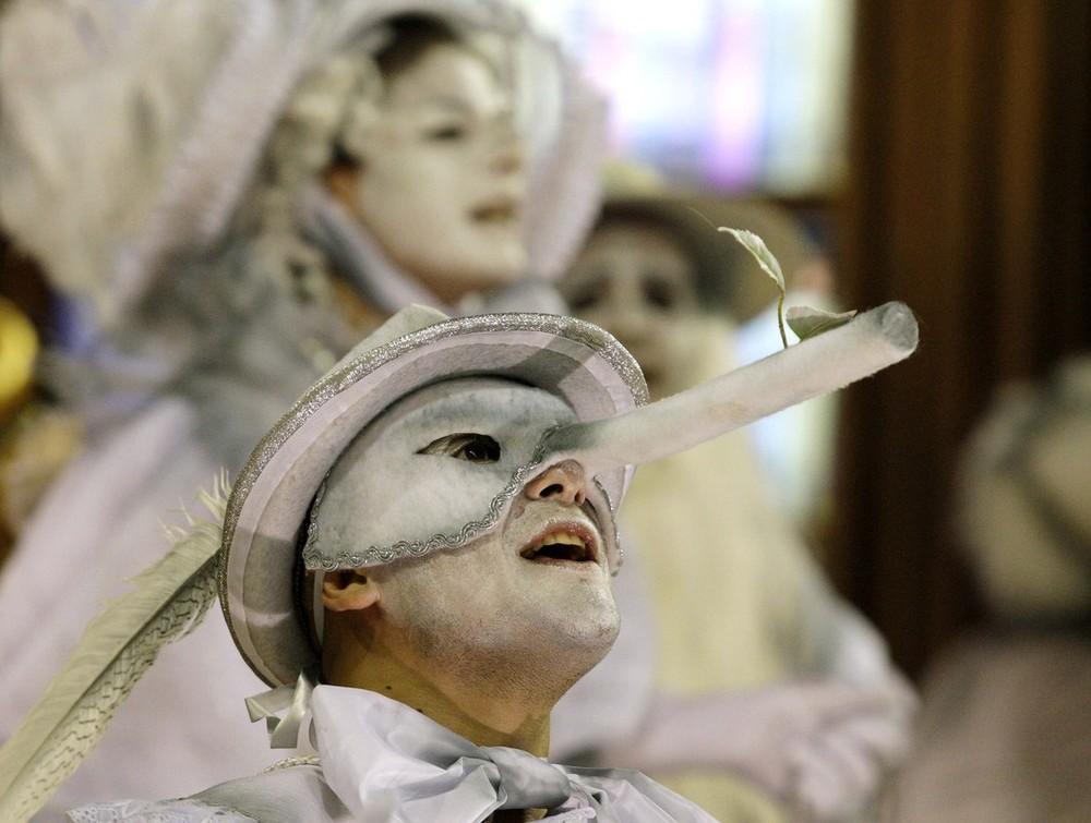 rio-de-janeiro-carnival-2010-33