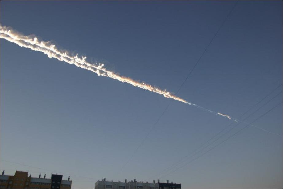 Взрыв метеорита в небе над Челябинском