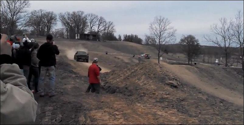 Мега-прыжок на автомобиле