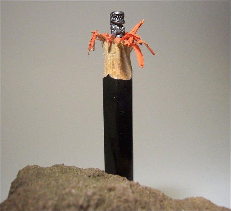 Резьба по грифелю карандаша