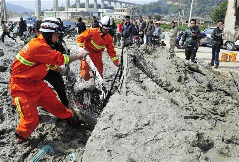 Авария с грузовиком полным бетона