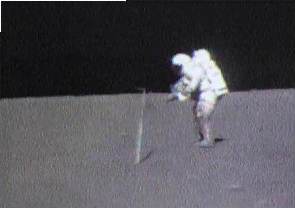 Не роняйте молоток на Луне